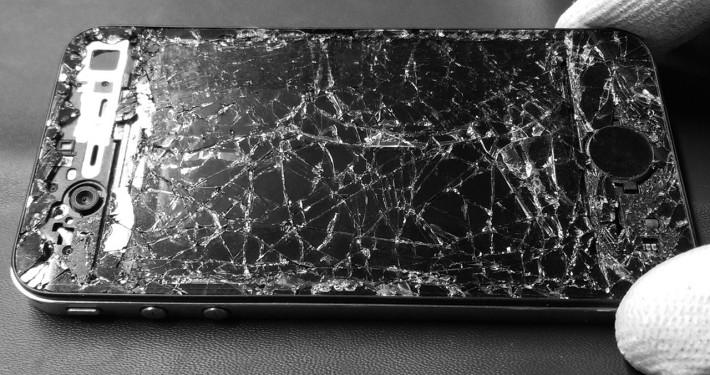 iPhone 4 von einem PKW überrollt